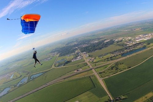 can-you-skydive-by-yourself-the-first-time